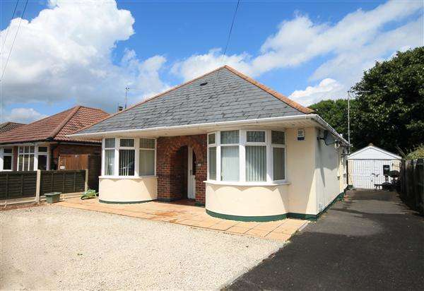 3 Bedrooms Bungalow for sale in Rossmore Road, Poole