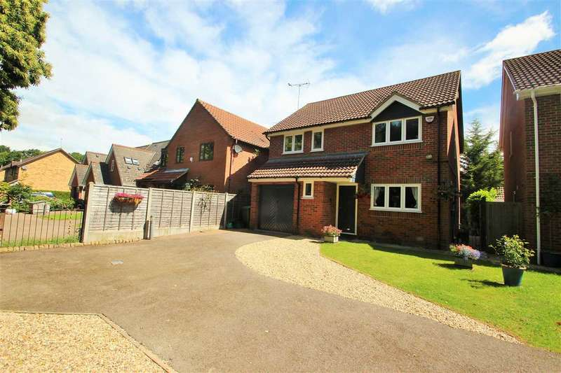 4 Bedrooms Detached House for sale in Pampas Close, Highwoods, Colchester