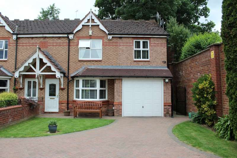 3 Bedrooms Semi Detached House for sale in Westminster Close, Rodley, LS13