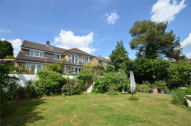 4 Bedrooms Detached House for sale in Wise Lane, London
