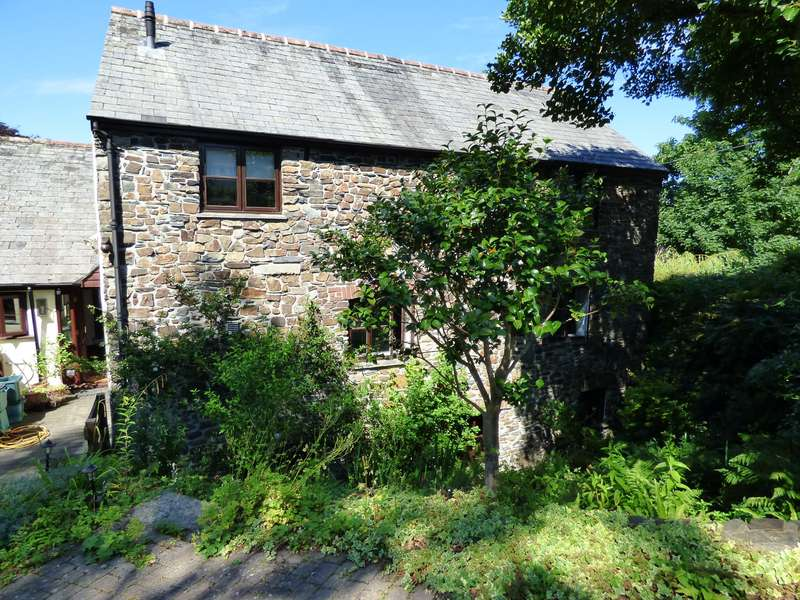 2 Bedrooms Ground Flat for sale in Mill Road, Okehampton