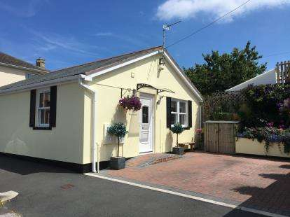 2 Bedrooms Bungalow for sale in Torquay, Devon
