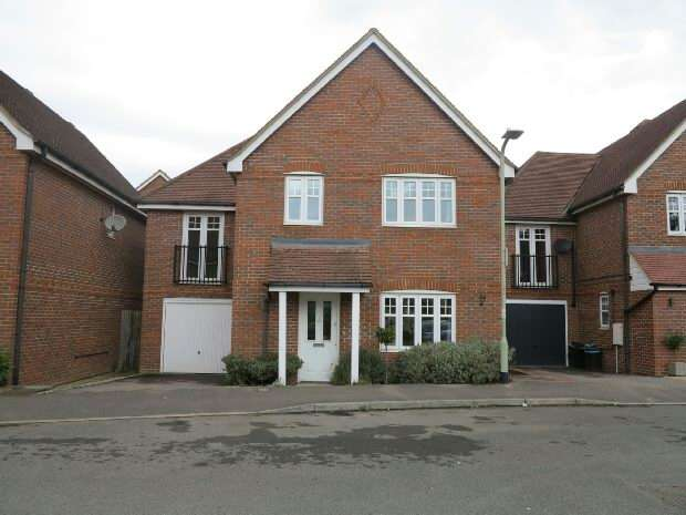 4 Bedrooms Detached House for rent in Skylark Way, Shinfield, RG2 9AJ