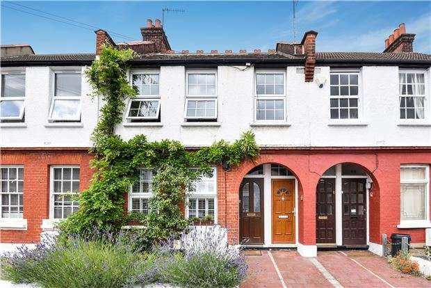 3 Bedrooms Maisonette Flat for sale in Oakmead Road, LONDON, SW12