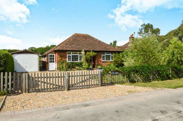 2 Bedrooms Bungalow for sale in Dunsfold, Godalming, Surrey