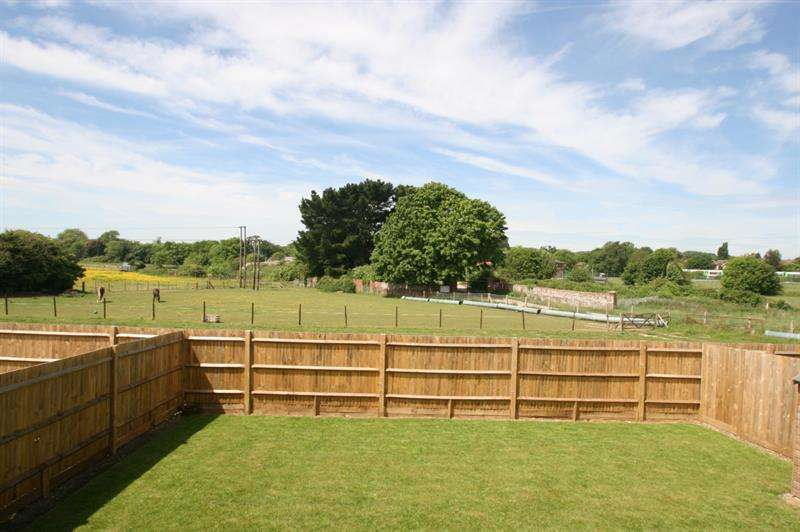 3 Bedrooms Semi Detached House for sale in Doyle Close, Bedhampton, Havant