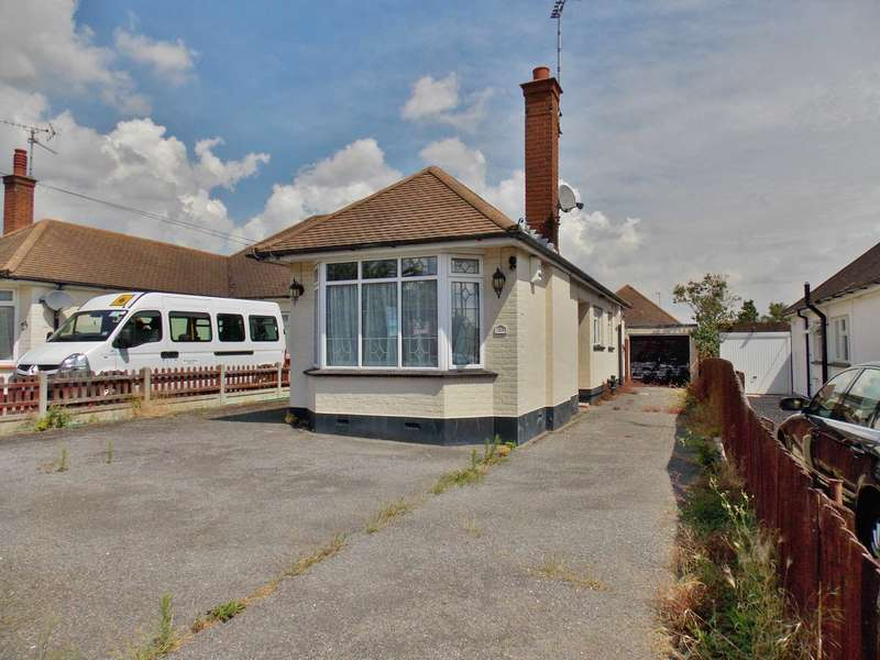 4 Bedrooms Semi Detached House for sale in Langport Drive, Westcliff On Sea