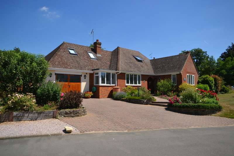 4 Bedrooms Detached Bungalow for sale in Woking
