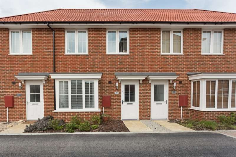 3 Bedrooms Terraced House for sale in Beresford Grove, Aylesham, Kent, CT3