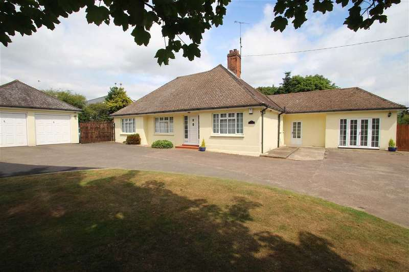 4 Bedrooms Bungalow for sale in Broadlawns, Bealings Road, Martlesham, Woodbridge