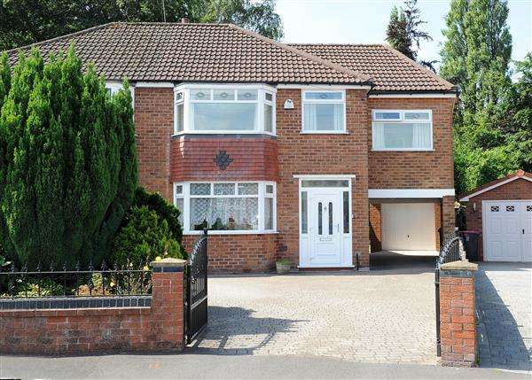 4 Bedrooms Semi Detached House for sale in 26 Highbury Avenue, Irlam M44 6BT