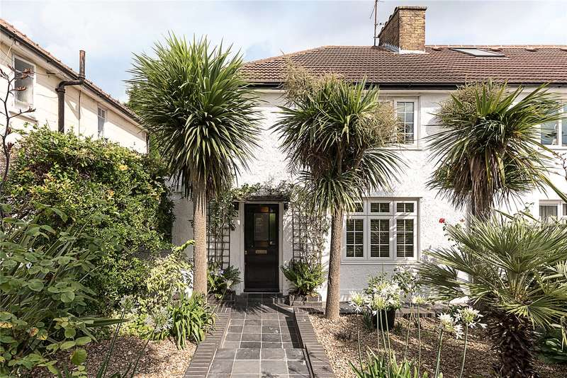 3 Bedrooms Semi Detached House for sale in Halliwick Road, London, N10
