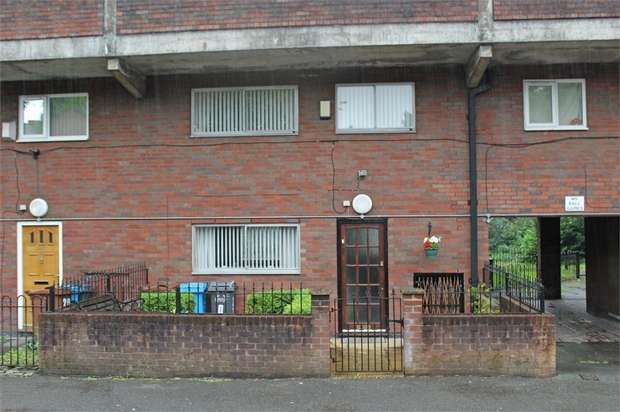 3 Bedrooms Flat for sale in Eldon Street Estate, Oldham, Lancashire
