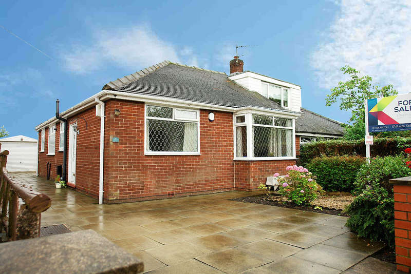 2 Bedrooms Semi Detached Bungalow for sale in 71 Oakbank Avenue, Chadderton