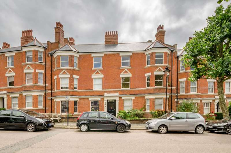 3 Bedrooms Flat for sale in Lyncroft Mansions, West Hampstead, NW6