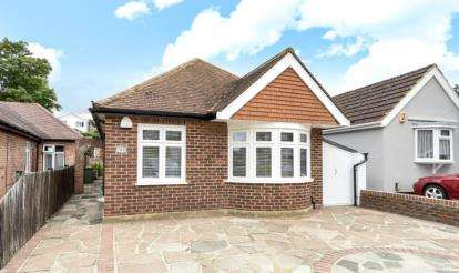 2 Bedrooms Detached Bungalow for sale in Warren Road, Orpington