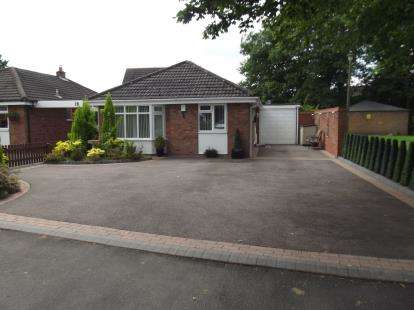 2 Bedrooms Bungalow for sale in Stour Close, Burntwood