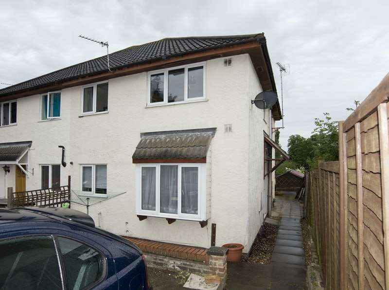 2 Bedrooms Terraced House for sale in Gilberd Road, Colchester, Essex, CO2