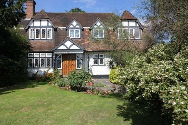 6 Bedrooms Property for sale in Lake View, Edgware , Middx . HA8 7SA