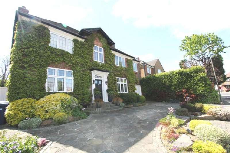4 Bedrooms Detached House for sale in Golders Close, Edgware, Greater London. HA8 9QD