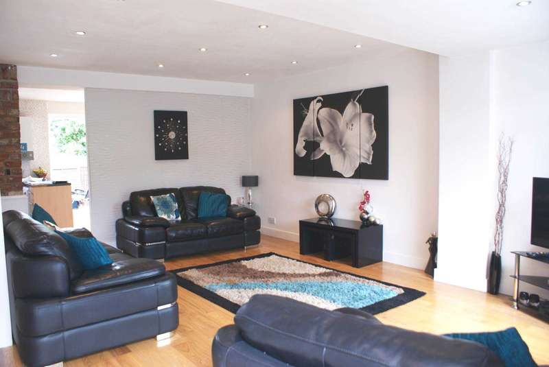 3 Bedrooms Terraced House for sale in South Drive, Harwood