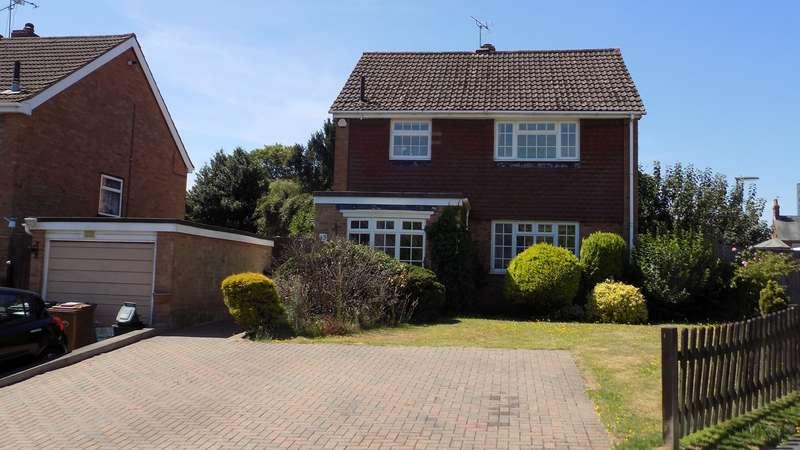 3 Bedrooms Detached House for sale in Willow Way, Farnham, GU9