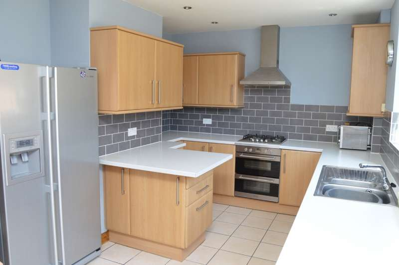 3 Bedrooms Terraced House for sale in Lewes Road, Harold Hill