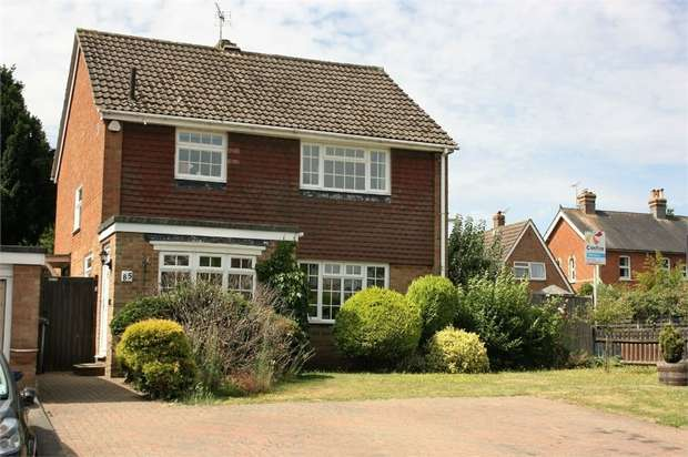 3 Bedrooms Detached House for sale in Willow Way, Farnham, Surrey