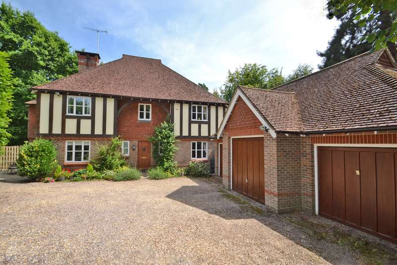 5 Bedrooms Detached House for sale in Copperfields, Horsham, West Sussex, RH13
