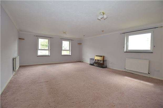 3 Bedrooms Flat for sale in Saxon Court, Chapel Park Road, ST LEONARDS,TN37 6JZ