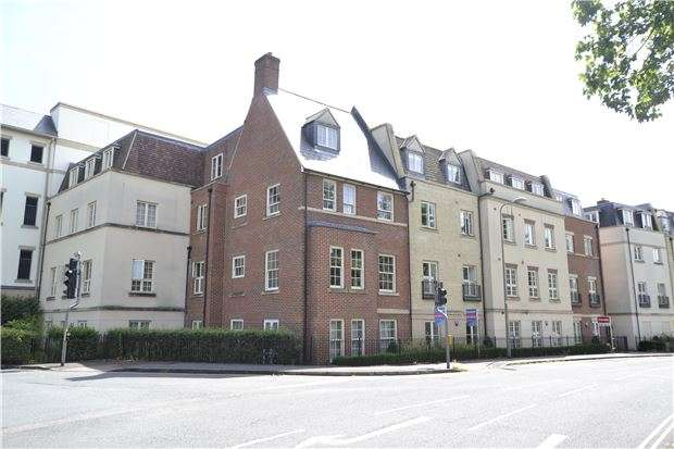 1 Bedroom Flat for sale in Woodford Way, OX28 6GU