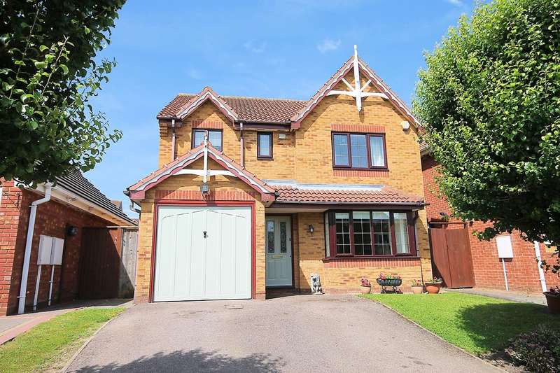 4 Bedrooms Detached House for sale in Felstead Close, Dosthill, Tamworth, B77 1QD