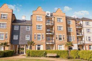 2 Bedrooms Flat for sale in Christchurch Place, Eastbourne, East Sussex