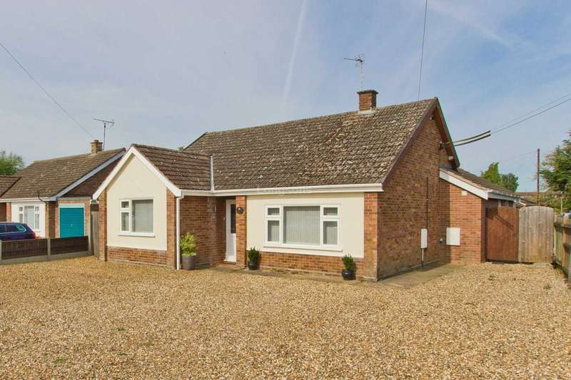 3 Bedrooms Detached Bungalow for sale in Chantry Lane, Necton