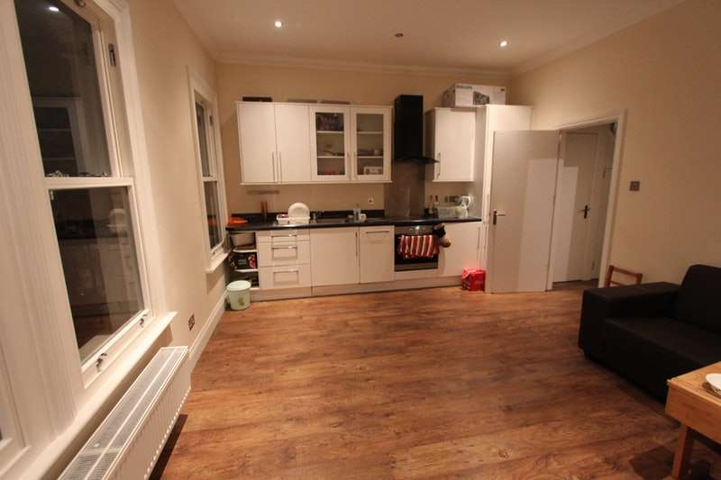 3 Bedrooms Flat for sale in Saltram, Crescent, London, W9