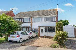 3 Bedrooms Semi Detached House for sale in Gloster Drive, Bognor Regis, West Sussex
