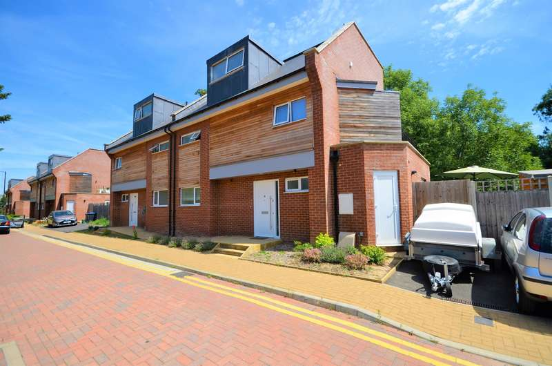 5 Bedrooms Semi Detached House for sale in Waterside Close , Wembley, Middlesex, HA9 9PB