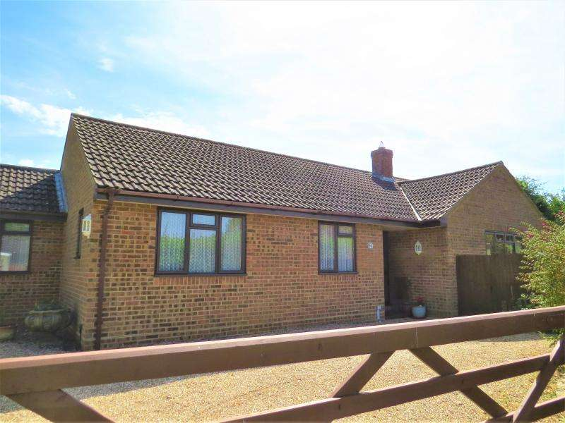 3 Bedrooms Bungalow for sale in Town Centre Bungalow