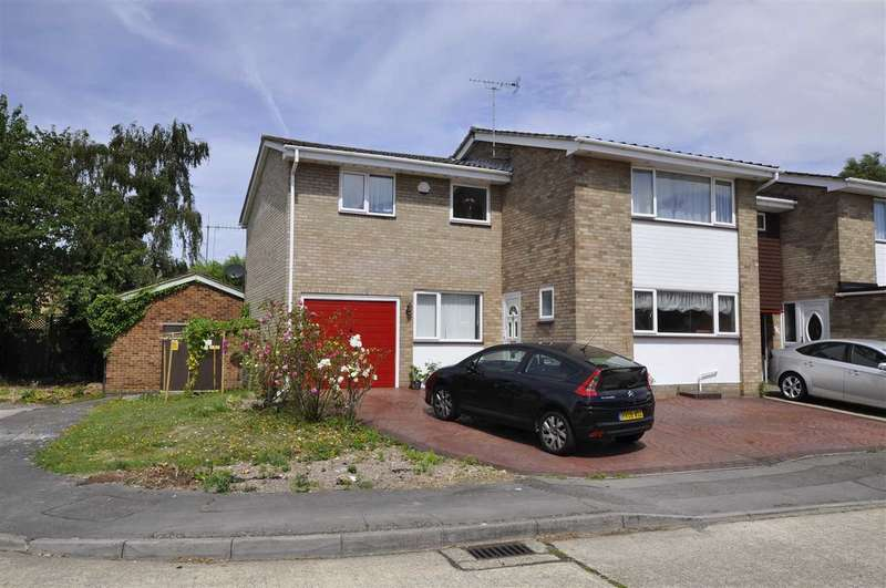 4 Bedrooms Semi Detached House for sale in Wallasea Gardens, Chelmsford