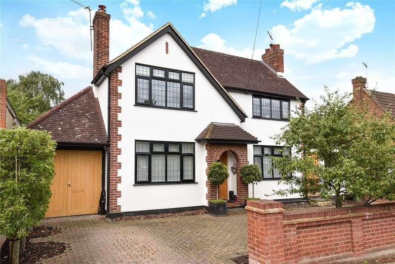 5 Bedrooms Detached House for sale in The Ridgeway, Ruislip, Middlesex, HA4