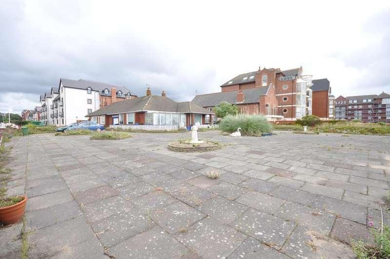 2 Bedrooms Semi Detached Bungalow for sale in South Promenade, St Annes, Lytham St Annes, Lancashire, FY8 1NW