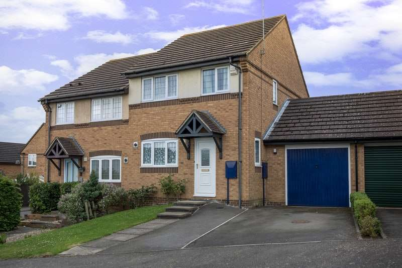 3 Bedrooms Semi Detached House for sale in Wingate Drive, Bedford, Bedfordshire, MK45