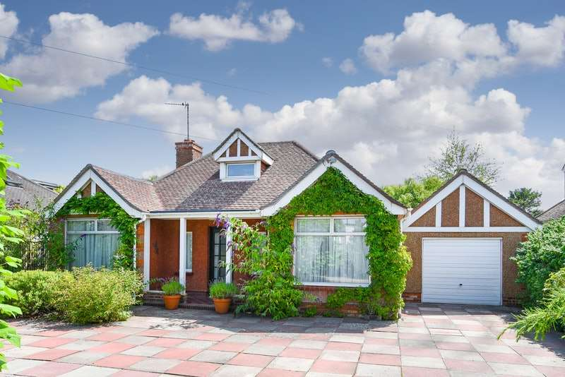 2 Bedrooms Bungalow for sale in Eastbourne Road, Willingdon, East Sussex, BN20