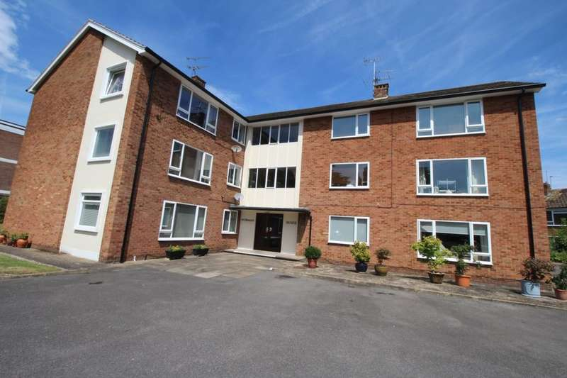 3 Bedrooms Flat for sale in Norman House Chertsey Road, Shepperton, TW17