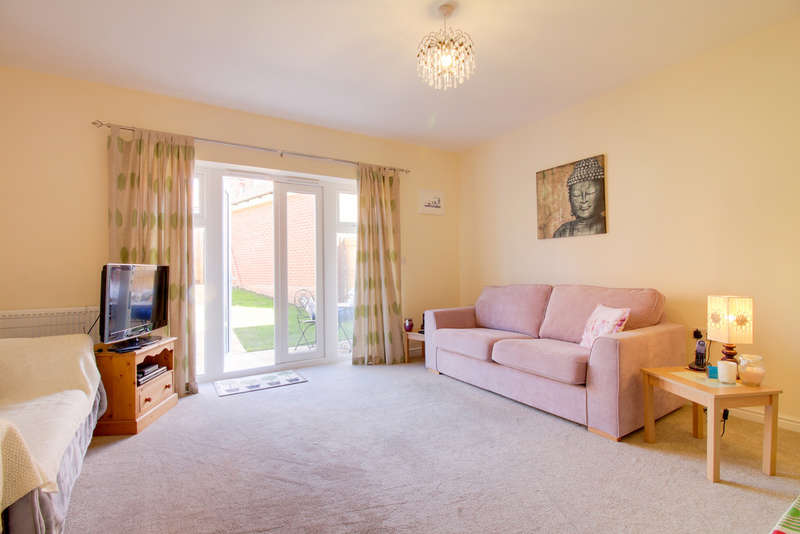 3 Bedrooms Semi Detached House for sale in Higher Meadow, Cranbrook