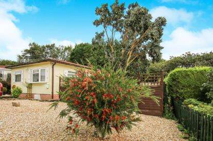 2 Bedrooms Bungalow for sale in Washaway, Bodmin, Cornwall
