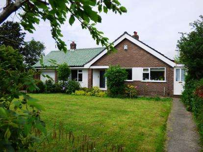 4 Bedrooms Bungalow for sale in Coniston Road, High Lane, Stockport, Greater Manchester