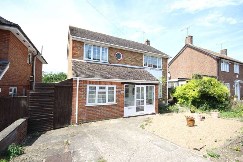 4 Bedrooms Detached House for sale in Vale Road, Aylesbury