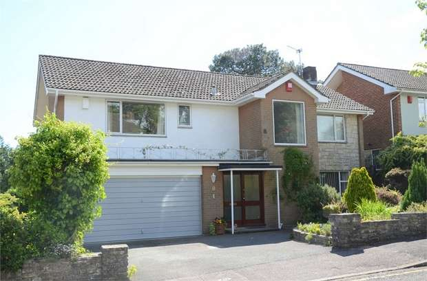 4 Bedrooms Detached House for sale in Leven Close, Talbot Woods, Bournemouth