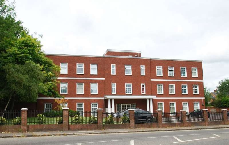 1 Bedroom Flat for sale in Park House, Station Road, Loudwater, HP10